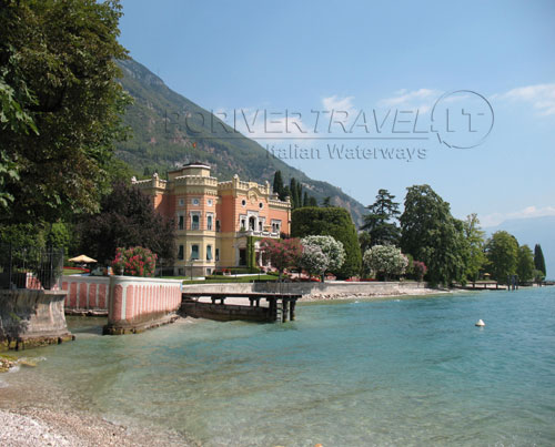 Villa on the Garda Lake shore of Brescia