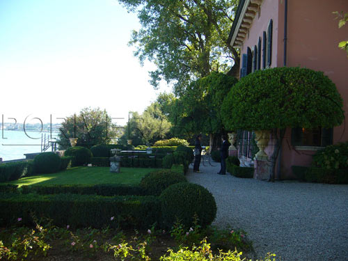 Villas on the Lake Garda for receptions and compan
